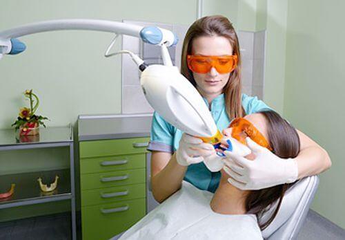 Professionelles Zahnbleaching mit Laser-Licht - weissezaehnebleaching.de